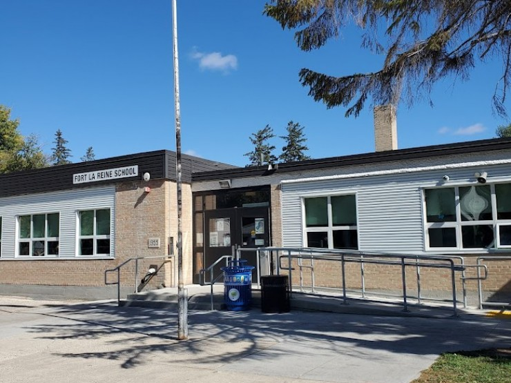 Fort la Reine School front entrance